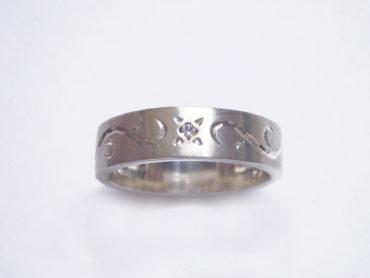 手彫りアラベスクとダイヤのリング・太