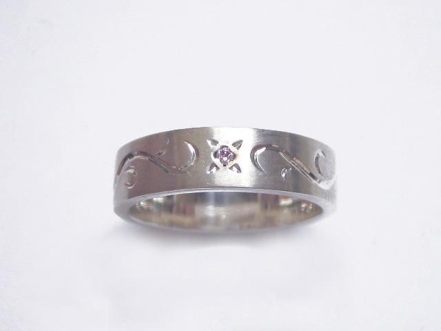 手彫りアラベスクとピンクダイヤのリング