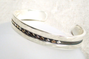 K18とSVのダイヤモチーフのバングル