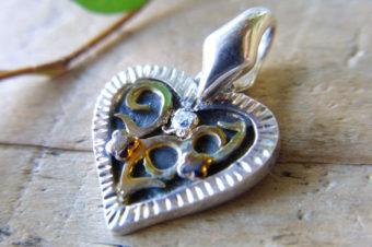 ダイヤとハートのプチペンダントトップ