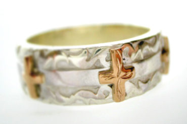 Three Crosses リング・ホワイト