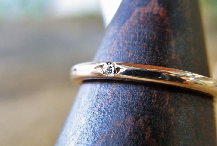 小さいダイヤですが、存在感があります。