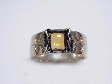 大きめの天然石が神秘的なリング(ターコイズ・シトリン)