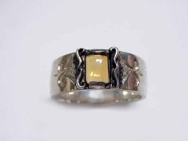大きめの天然石が神秘的なリング(シトリン)
