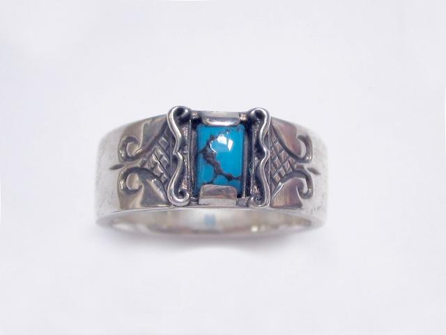 大きめの天然石が神秘的なリング(ターコイズ)