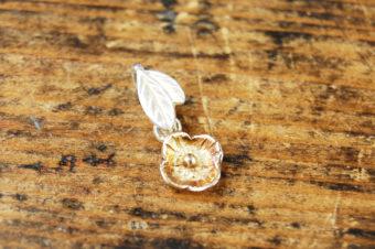 小花ゆれるプチペンダントトップ