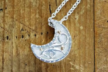月の宝箱ネックレス・ホワイト