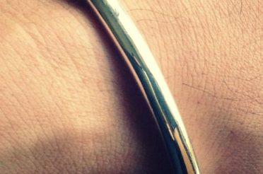 フルオーダーの純銀の腕輪