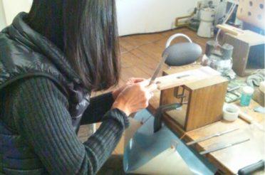 町田の工房で彫金教室、開催中です。