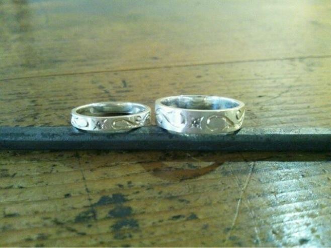 手彫りアラベスクとダイヤのリング