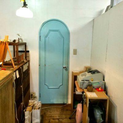 とある方から「ヘンテコで可愛い!」と評判だった(笑)小さいドア。